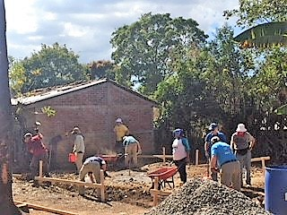 Volunteers working in El Salvador